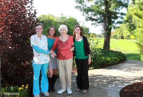 Senior living communities providesresidents wth a number of activity and enrichment opportunities 1773 40177573 0 14143117 500